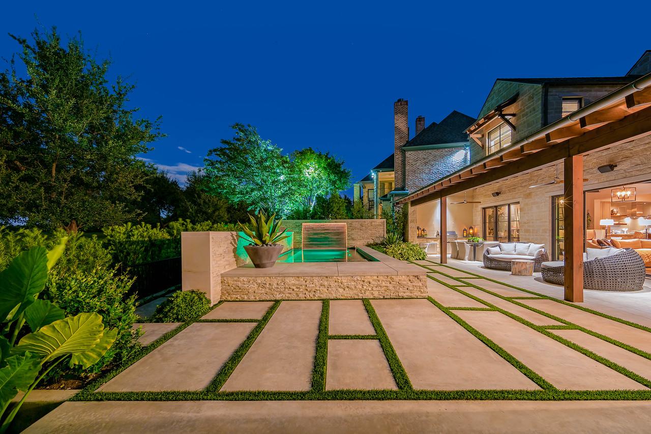 65 Kennington backyard patio 2